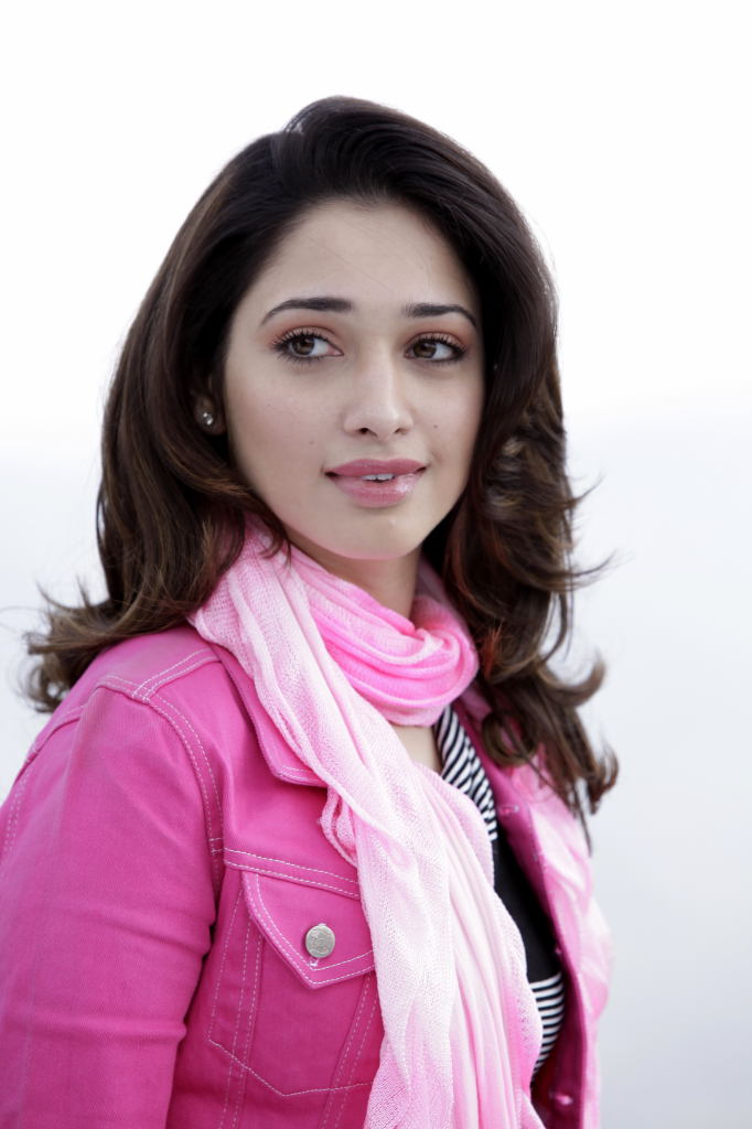 Tamannah Latest Hot Photo Gallery in Short Pant ❤ ❤  ❤