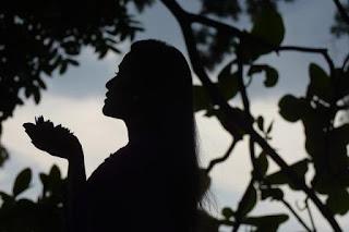 Puisi Galau Permaisuri Lama Karya Kholissatun Nisa