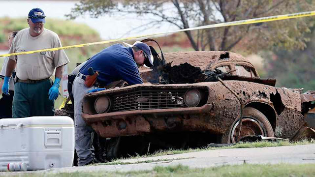 Cops Take 20-year-old Cars From The Bottom Of The Lake, Take One Look And The Mystery Will Be Solved!