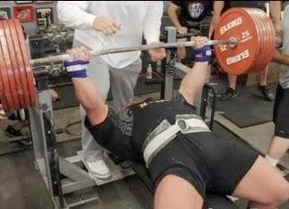 Melatih Otot Dada dengan Alat Fitnes Bencpress