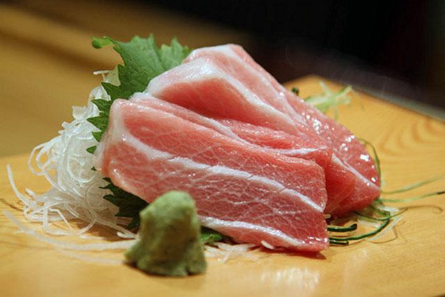 Otoro tuna sirip biru