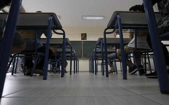 i-paralliles-pories-dio-mathiton-se-idiotiko-ke-dimosio-scholio