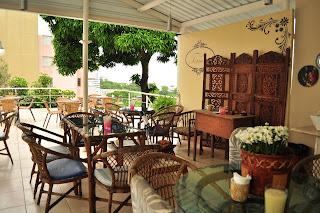 Decoração interna do Café Terrasse Jamile Brandão