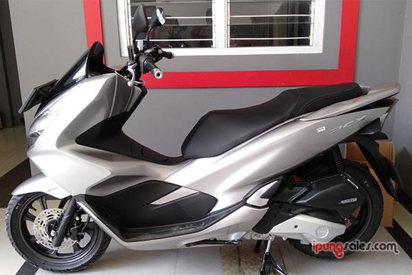 Warna-Terbaru-Honda-PCX-150-Silver-2019