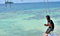 bersantai di ayunan pulau perak