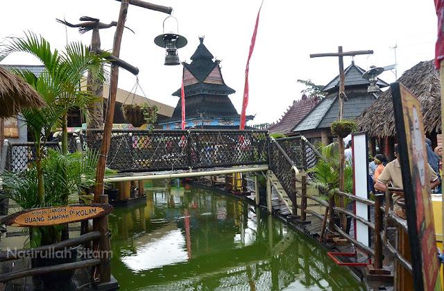 Sungai di area Pasar Apung Malang