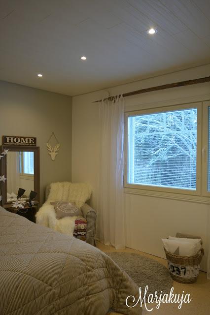 makuuhuone sisustus verhotanko heinaseivas
