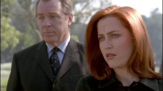 Scully en el funeral de los Pistoleros Solitarios