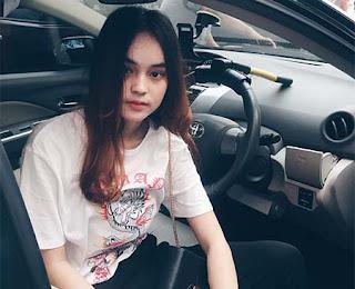 Angel Lisandi Putri di Mobil