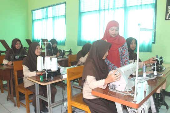 Proposal Permohonan Bantuan Alat Jahit SMP Terpadu