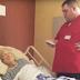 Trabajador de hospicio no sabía que estaba siendo grabado cuando le hizo esto a una mujer anciana