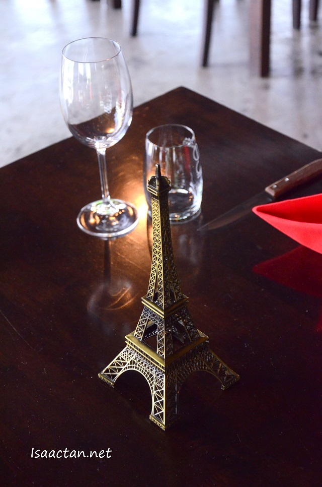 A touch of Paris on every table