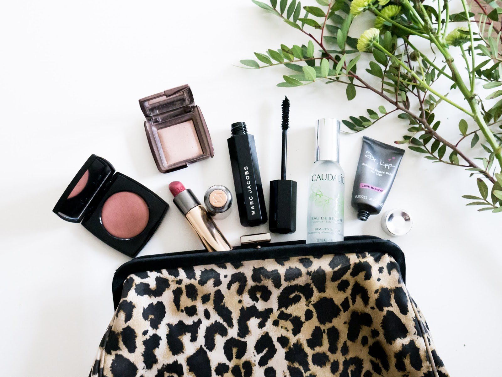 What's In My Beauty Bag, Chanel, Hourglass, Marc Jacobs