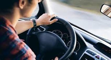 Επαγγελματίας οδηγός ζητά εργασία