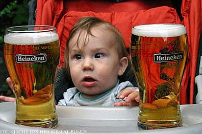Witziges Baby mit Heineken Bier im Glas - Bierbilder