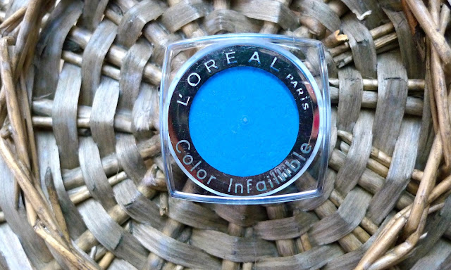 L'Oreal Colour Infallible Blue Eyeshadow | Review, pigmentation, beauty, makeup, style
