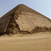 За допомогою новітніх технологій французькі археологи виявили в піраміді Снофру таємну кімнату