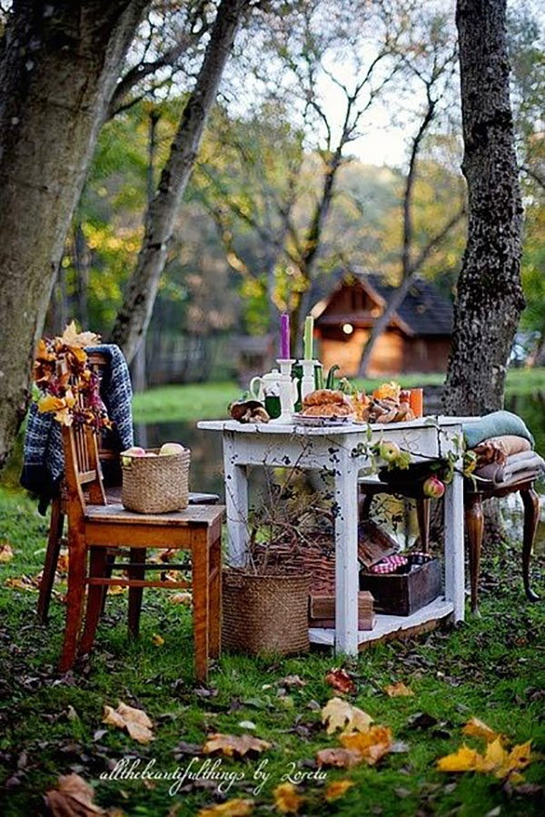 Loreta created a beautiful Autumnal setting for this photograph - featured @hearthandmadeuk - I love this illustration. I used it last year in my autumn journal and you can download the illustration from this flickr account. Hello October! Come on over and discover 25 things to do this October!! Make Crockpot Cider. This image is a fabulous example of all that is lovely about Fall/Autumn. I love that I live in a world where there are seasons! The red apples and cinnamon sticks are perfect scents for the season.
