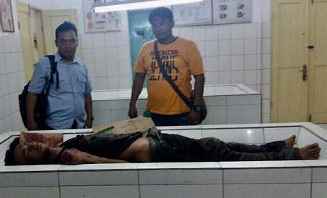 Jenazah tersangka perampokan Mukhlis Sahbuddin alias Sulis alias Putra warga Batubara yang ditembak mati polisi saat di rumah sakit.