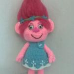 http://lacomunidadelganchillo.blogspot.com.es/2016/12/patron-princesa-poppy-trolls.html