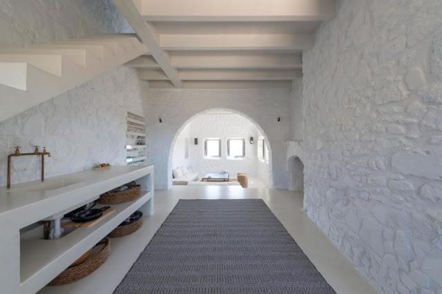 decoracion minimalista para una casa en Nisyros chicanddeco