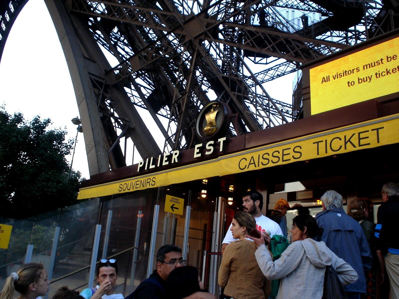 Pokladny u Eiffelovy věže