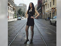 Wow, Model Wanita Tertinggi di Dunia Ini Memiliki Tinggi 210 Cm