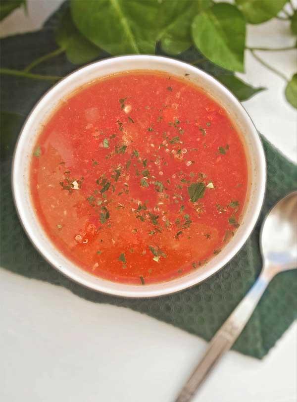 Szybka zupa pomidorowa z komosą ryżową
