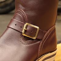 1950年代のウエスコブーツに使用されていた物から型をおこしたブラスローラーバックル