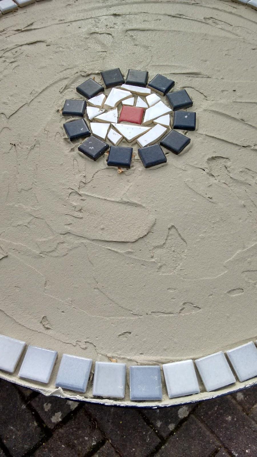 Nadelzauber: Mosaik Tisch Upcycling