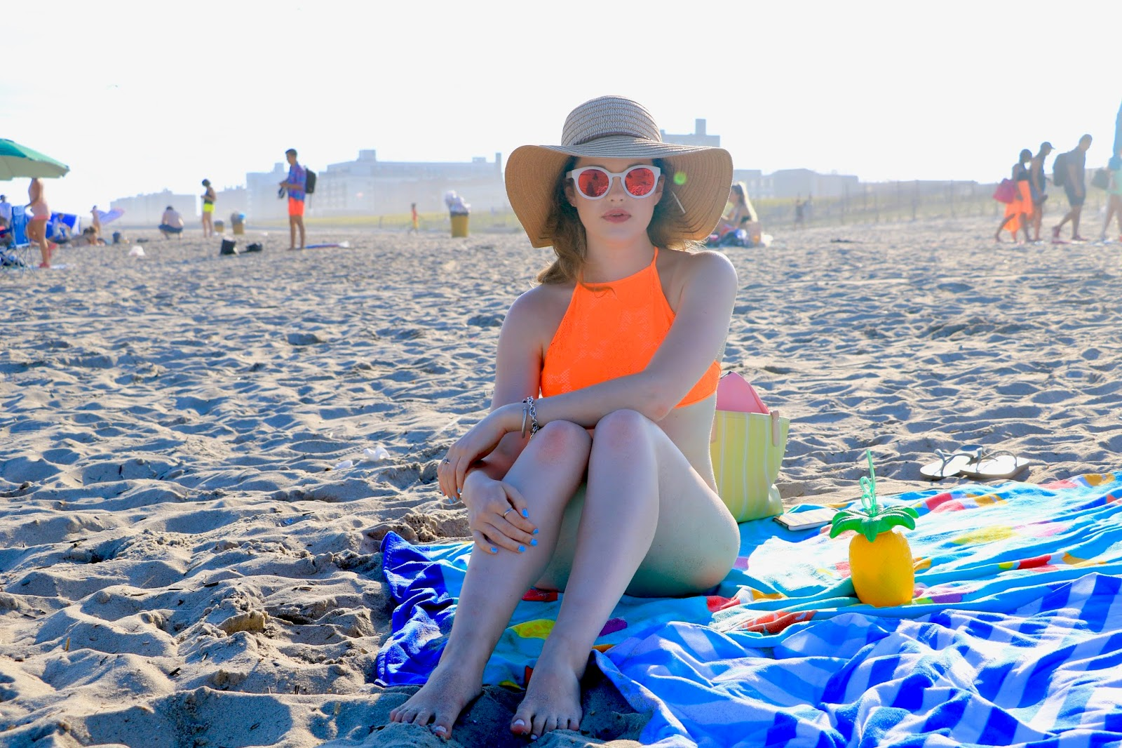 Fashion blogger Kathleen Harper showing how to look cute at the beach