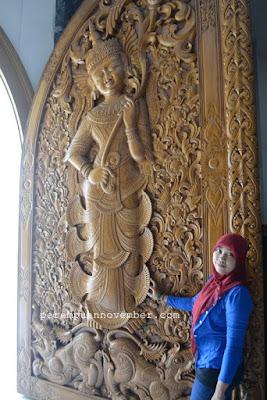 pintu kayu