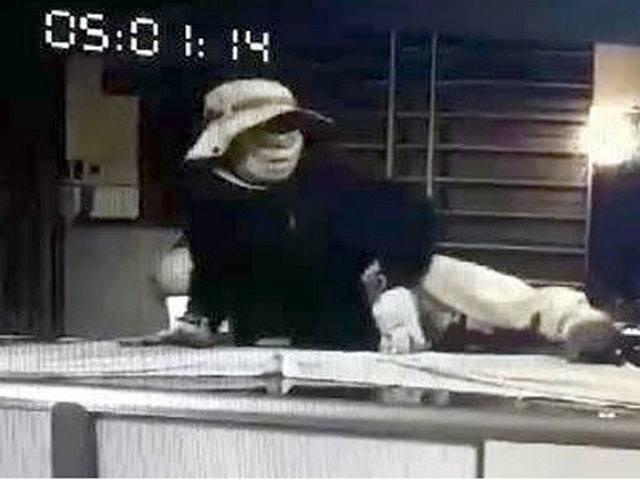 Trộm đột nhập tiệm vàng trong đêm, lấy đi 100 lượng vàng
