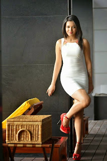 Catherine Tresa – Hot Photos in Tight Dress