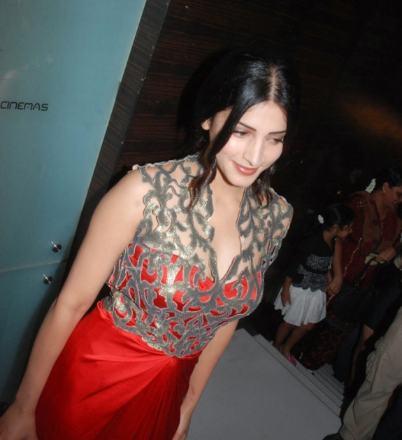 Sruthi Hasan Most Spicy Hot Pics - Tolly Cinemaa Gallery-5108