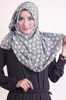 Shafeeya Segi Empat Yasmin - Black