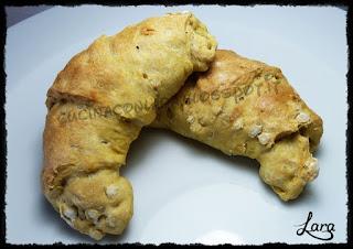 http://cucinaconlara.blogspot.it/2016/03/croissant-salati-con-farina-soffio-di.html