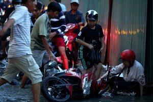 Cứ triều cường lên TP Hồ Chí Minh lại bị ngập