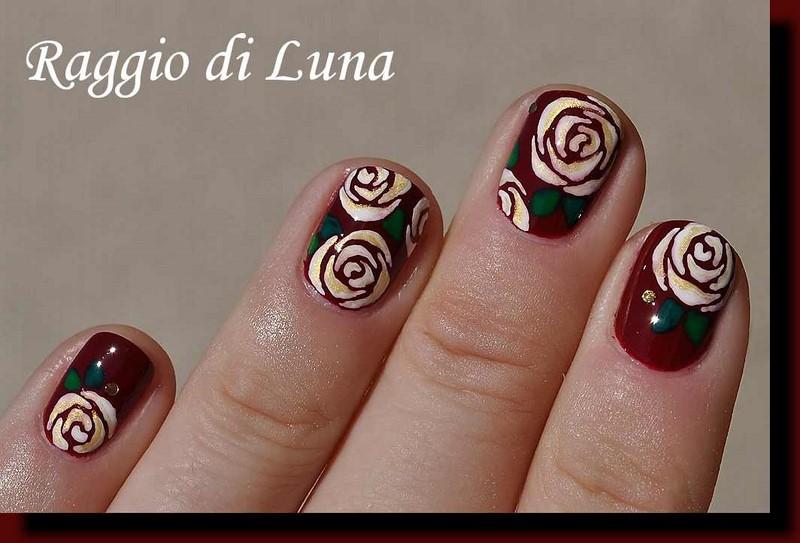 Raggio di Luna Nails: White & golden roses on dark red