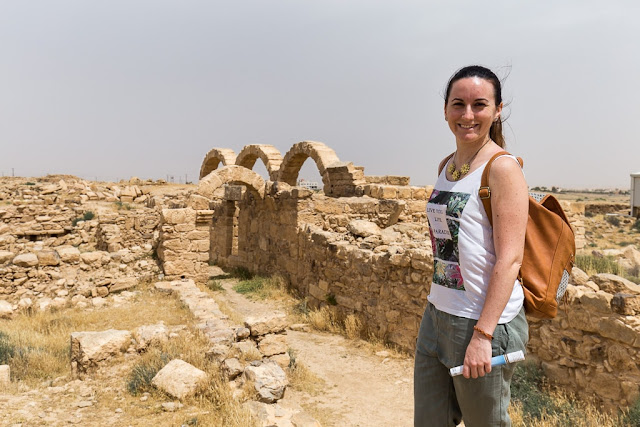 Lena entre las ruinas de Umm ar-Rasas, Jordania