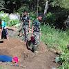 Satgas TMMD membantu warga membuat Jamban di Desa Sungai Ning