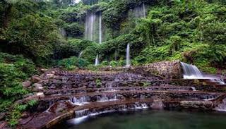 Air  terjun ini merupakan salah satu air terjun yang langsung bersumber dari  mata air buk KEINDAHAN AIR TERJUN BENANG KELAMBU