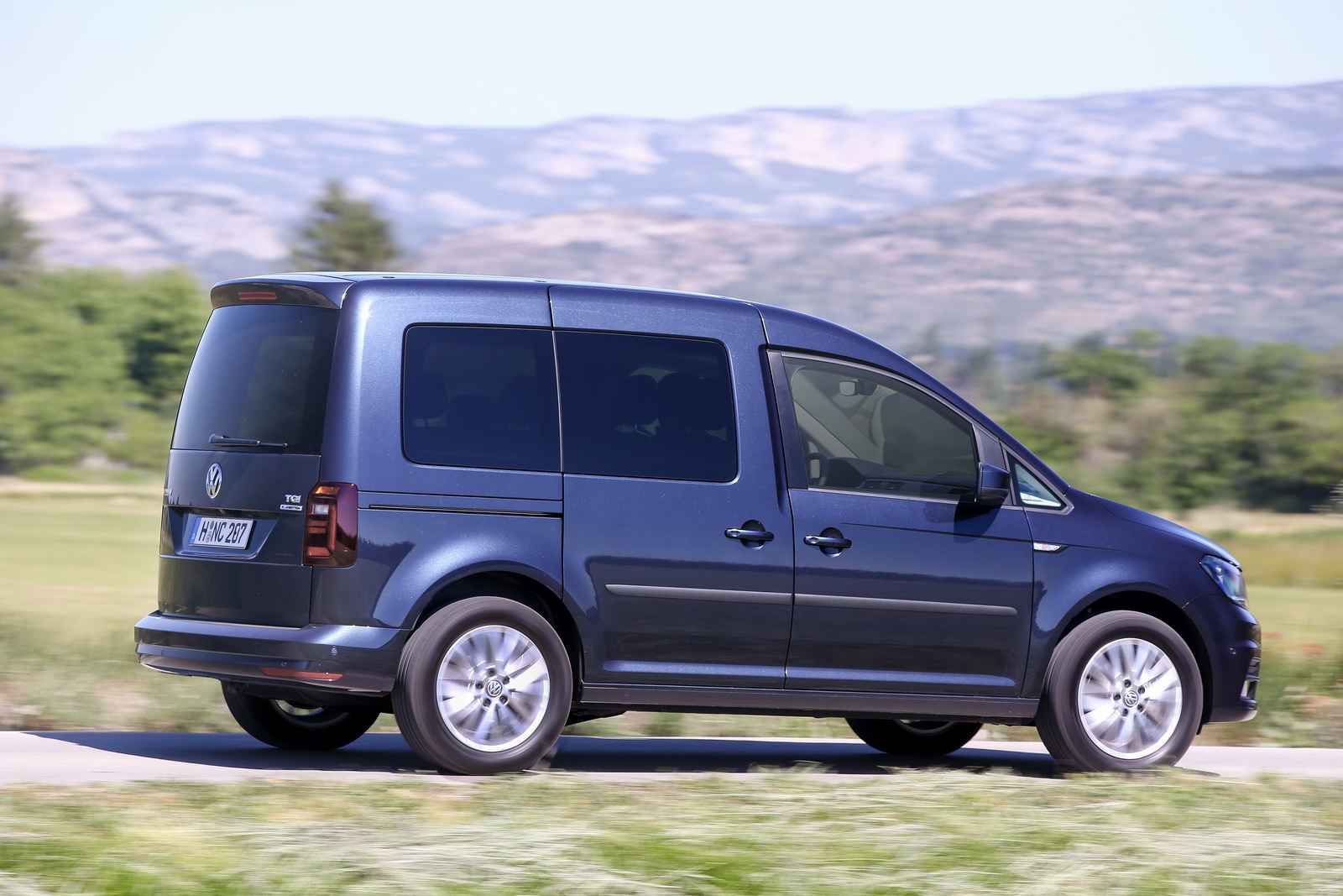 new vw caddy tgi is the first van to combine natural gas. Black Bedroom Furniture Sets. Home Design Ideas