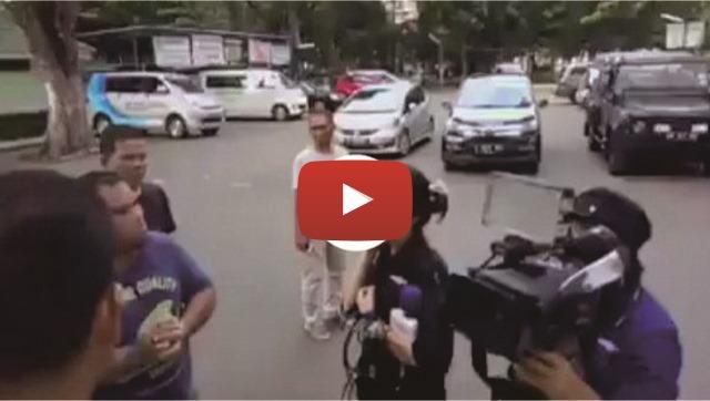 VIDEO: Minta Warga Beri Pendapat Tentang Gerakan Anti Hoax, Reporter Metro TV Malah Ini Kena Batunya