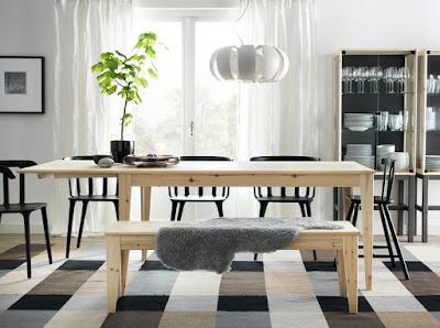 Meja Makan Kayu Dengan Tampilan Elegan