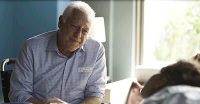 Alberto (Antonio Fagundes) pede para Dr. Mauri (Jorge Lucas)