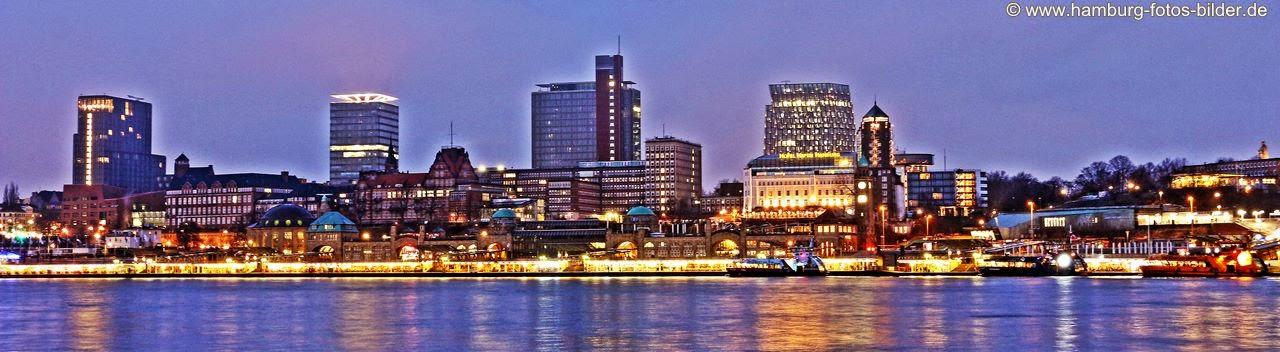 Hamburg Hafen Skyline in der blauen Stunde, Blick aus Richtung Steinwerder