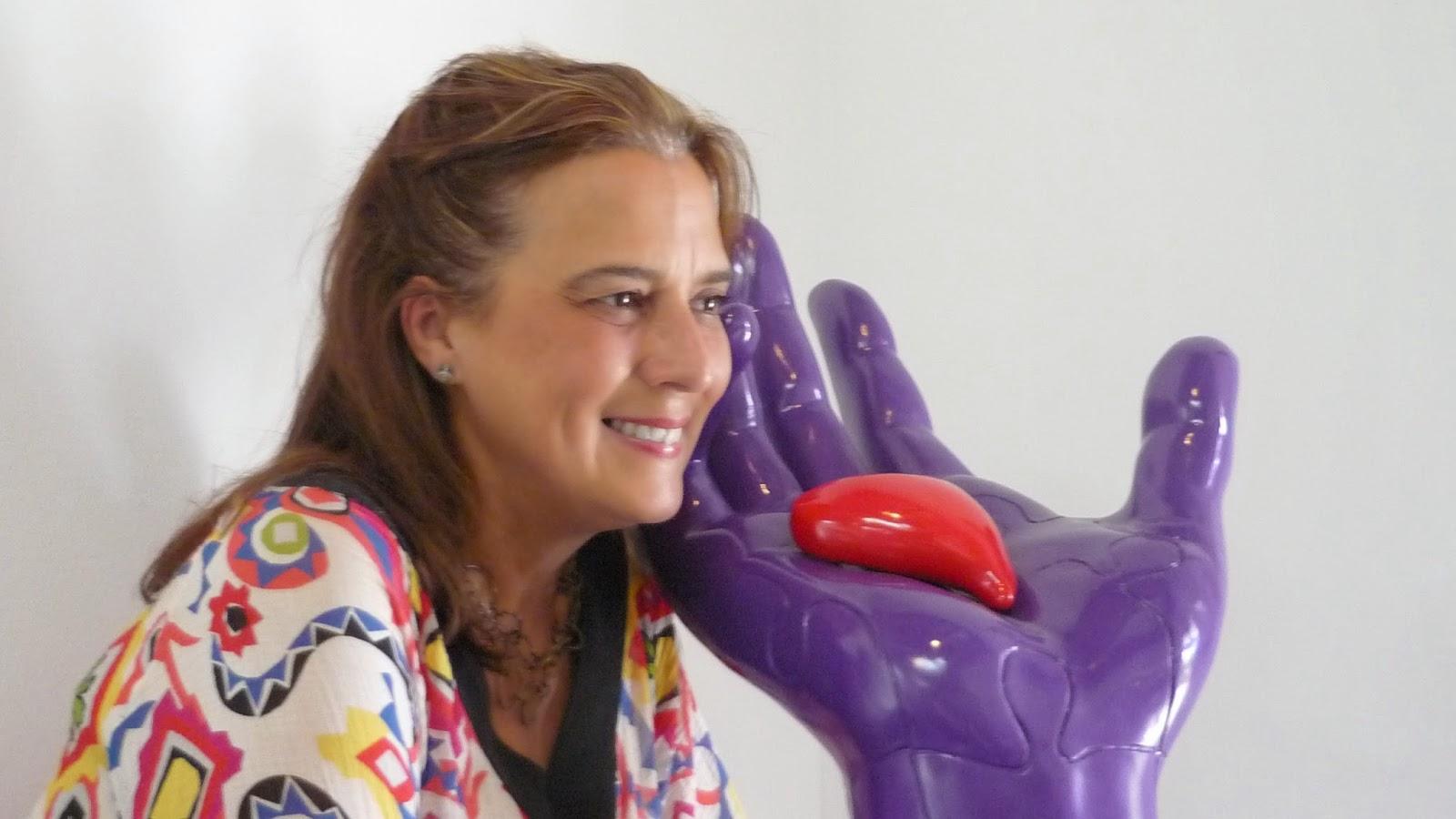 """Neda Caleta """" El destino en tus manos"""" Escultura(Polímero) 42 x 51 x 69 cm"""