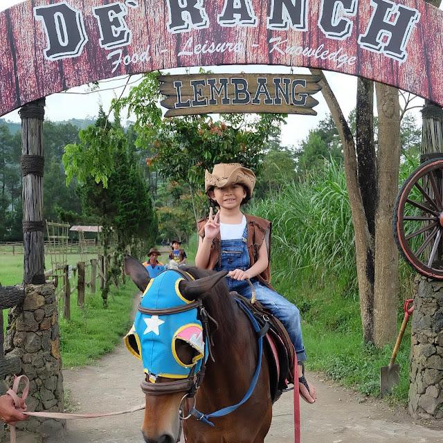 foto berkeliling naik kuda di de ranch