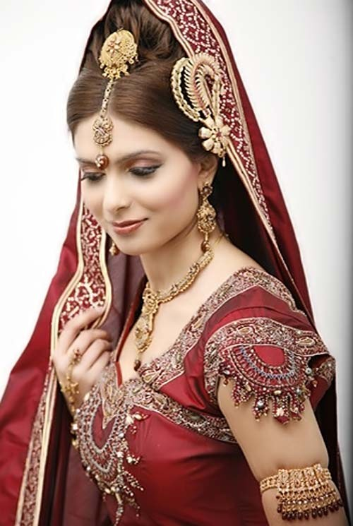15 Stylish Indian Bridal Hairstyles That Looks Perfect For